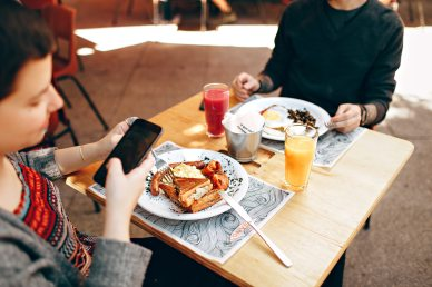 brunch-cell-phone-cooking-knives-693269